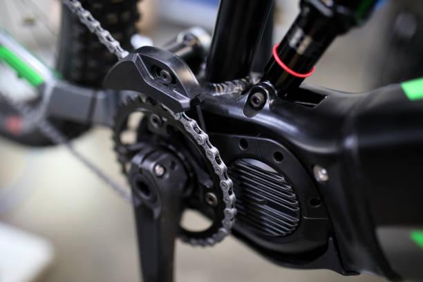 Katero vrsto pogona električnega kolesa izbrati in kakšna je najvišja hitrost?